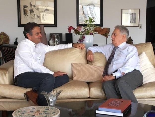 18.abr.2016 - O senador Aécio Neves (PSDB-MG) e o ex-presidente Fernando Henrique Cardoso se encontram em São Paulo após a aprovação do impeachment de Dilma Rousseff pela Câmara dos Deputados