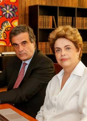 Dilma e Cardozo responderam às perguntas de internautas na página da presidente no Facebook