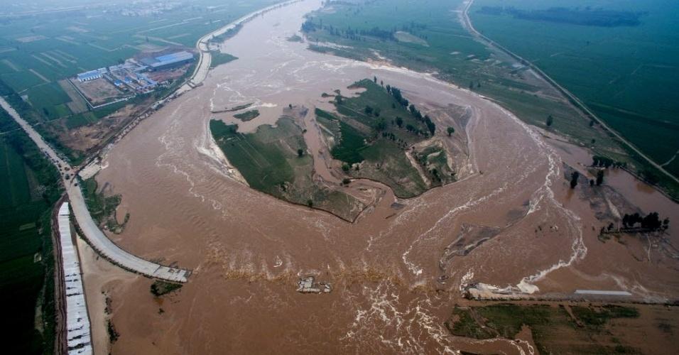 23.jul.2016 - Visão aérea de região inundada em Xingtai, na província de Hebei (China). Chuvas torrenciais provocaram esta semana a morte de ao menos 112 pessoas e deixaram 91 desaparecidas, de acordo com informações dos governos de várias províncias do país. A província de Hebei foi a mais atingida