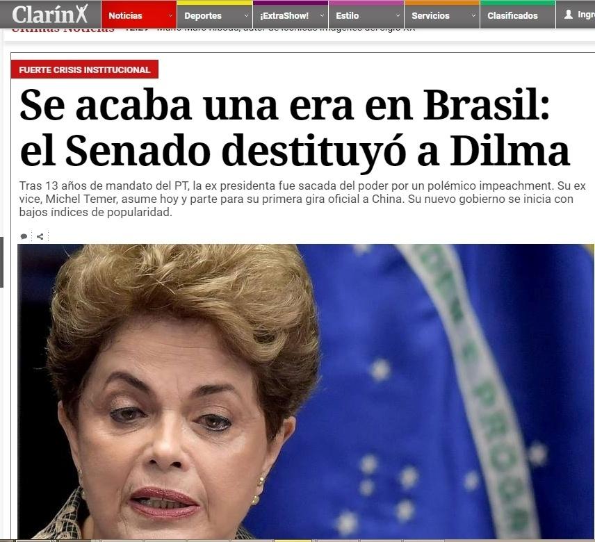 """31.ago.2016 - O jornal """"Clarín"""", da Argentina, exibiu a votação do impeachment da presidente Dilma ao vivo, em português, e destacou o fim da """"era do PT"""", que governou o país por 13 anos"""