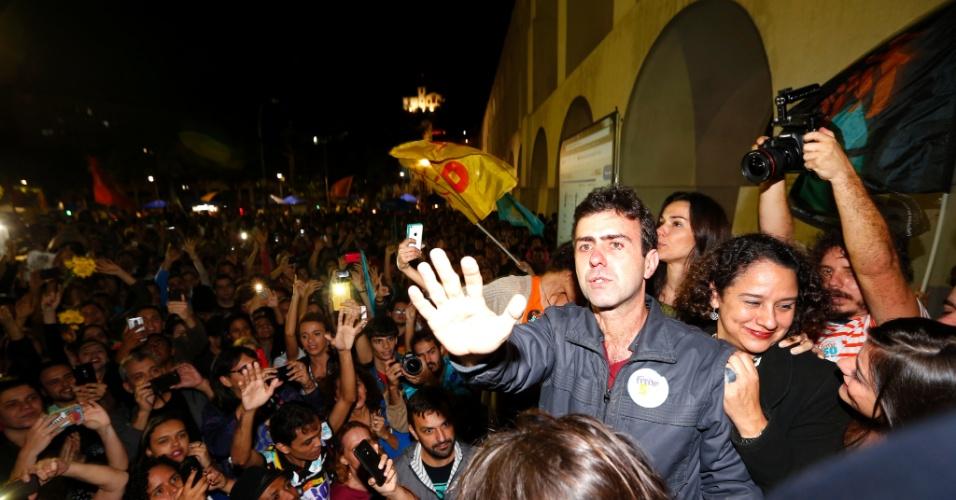 2.out.2016 - Candidato Marcelo Freixo do PSOL chega para comemorar a passagem para o segundo turno das eleições para prefeito do Rio de Janeiro, contra o candidato Marcelo Crivela do PRB, na Lapa, centro do Rio.