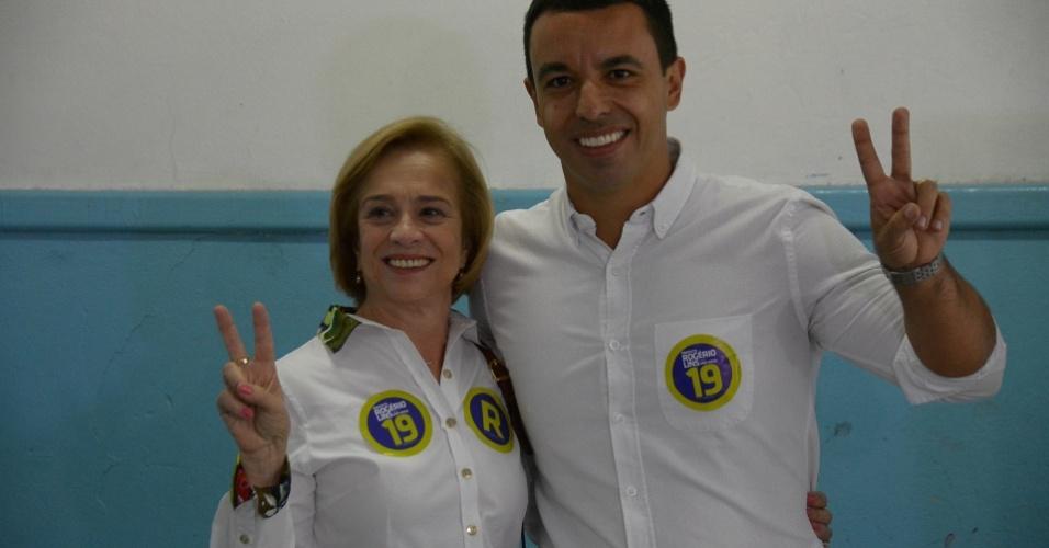 30.out.2016 - O candidato à prefeitura de Osasco Rogério Lins (PTN) vota na Escola Rosa Bonfiglioli, no Jardim de Abril, em Osasco (SP), no 2º turno das eleições municipais