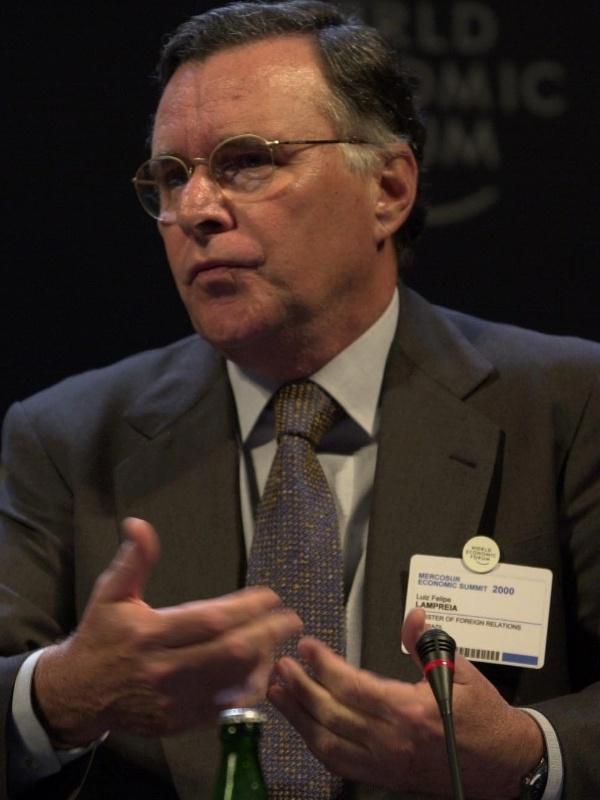 9.mai.2000 - O ministro das Relações Exteriores, Luiz Felipe Lampreia, durante o encerramento do Mercosur Economic Summit.
