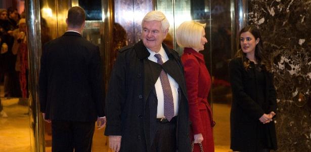 Gingrich deixa a Trump Tower, em Nova York, após se reunir com Trump, em novembro de 2016