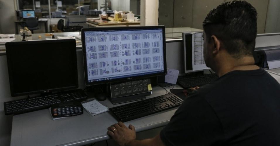Processo de produção da Bíblia na gráfica da SBB (Sociedade Bíblica Brasileira), em Barueri (SP)