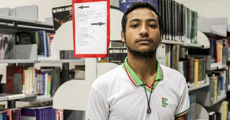 """""""Satuba é perigosa"""", lamenta o estudante José Pereira, 19 anos, que optou por morar na cidade alagoana em busca de aluguéis mais baixos"""