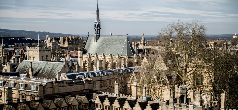 O campus da Universidade de Oxford visto da igreja St. Mary the Virgin, em Oxford, na Inglaterra - Andrew Testa/The New York Times