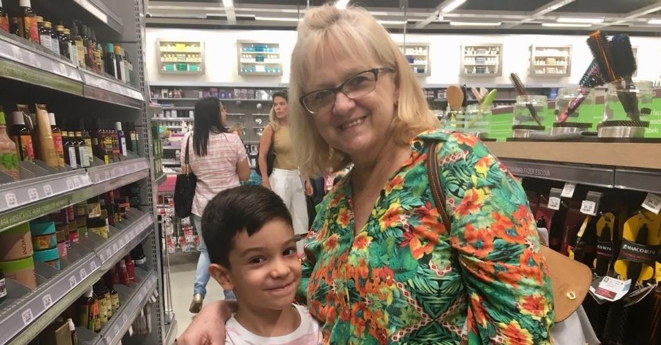 3.fev.2018 - Sônia Ramalho e o neto na Zôdio