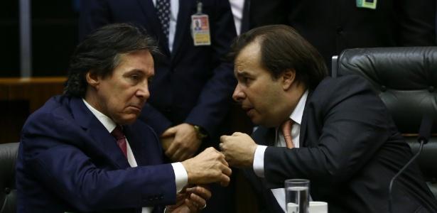 Os atuais presidentes do Senado, o emedebista Eunício Oliveira (à esq.), e da Câmara, Rodrigo Maia (DEM)