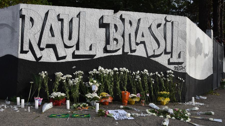 Homenagem aos mortos no massacre em uma escola de Suzano (SP) - Roberto Casimiro/Fotoarena/Estadão Conteúdo