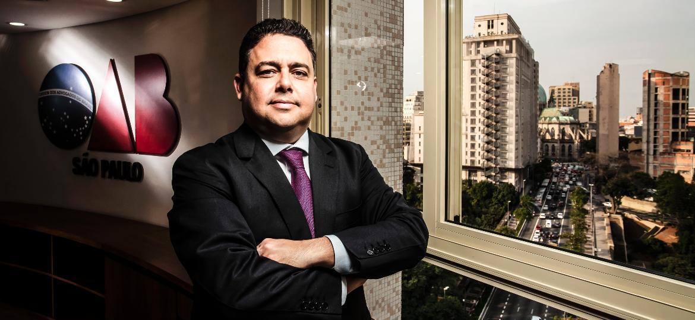 Felipe Santa Cruz, presidente do Conselho Federal da OAB na sede da seção São Paulo. Para ele, frustração popular pode provocar uma ruptura social - Fernando Moraes/UOL