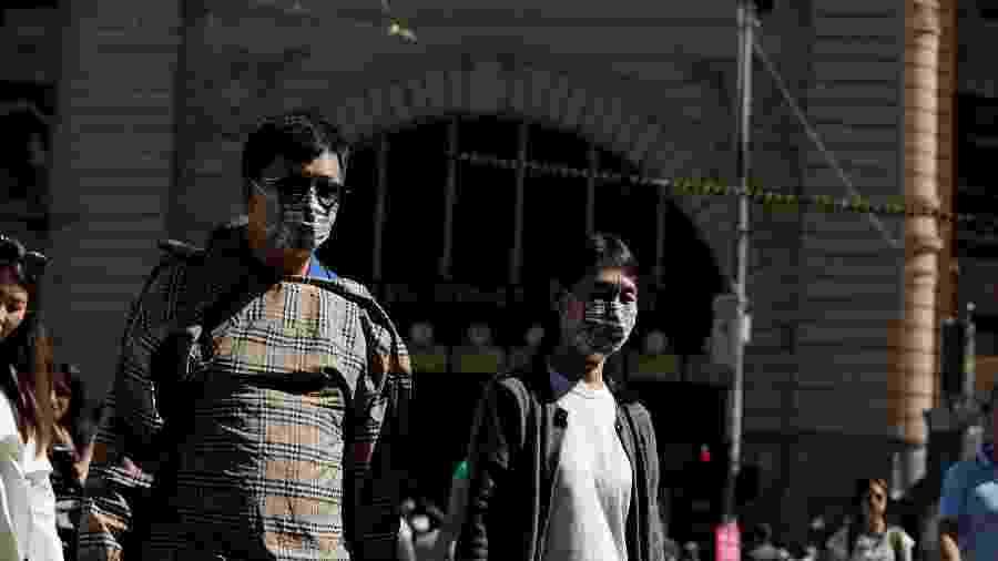 Pessoas usam máscaras na Flinders Street Station, em Melbourne, na Austrália - Andrew Kelly/Reuters