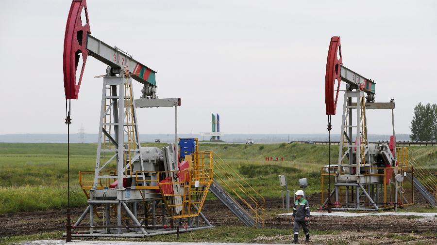 Bombeamento de petróleo em Ufá, na Rússia - Sergei Karpukhin