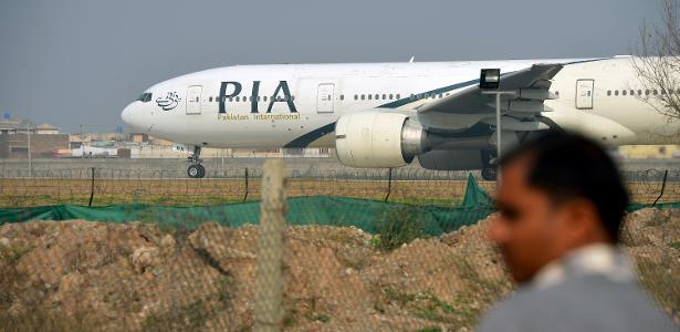 Acidente aéreo | Avião com 99 pessoas a bordo cai em área residencial no Paquistão
