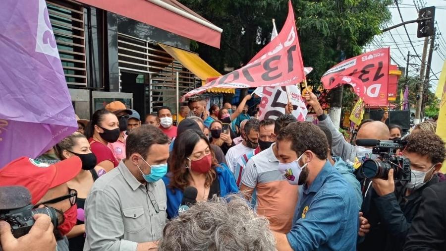Militantes petistas estiveram na primeira agenda de Guilherme Boulos (PSOL) no segundo turno - Nathan Lopes/UOL