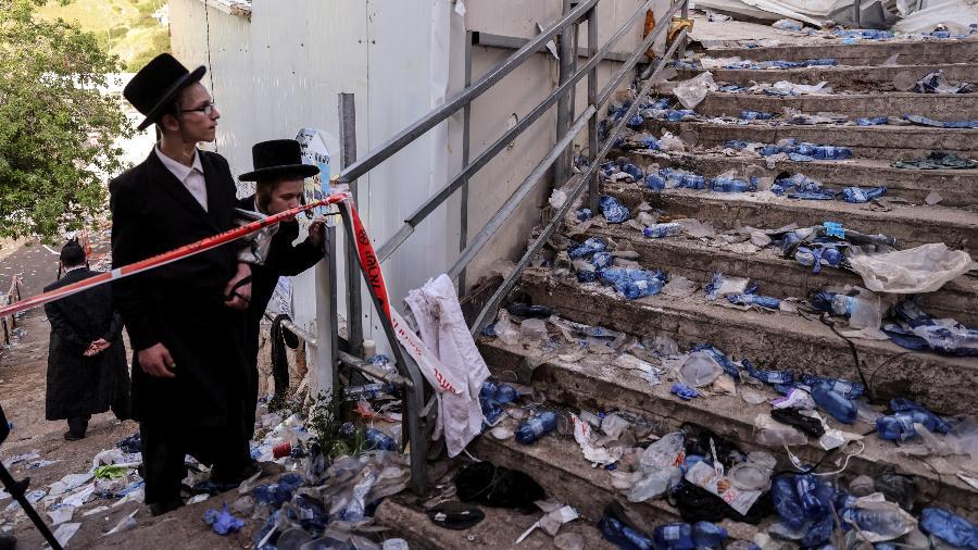 "Judeus ultraortodoxos observam o local do tragédia no festival de Lag Ba""Omer, no Monte Meron, Israel - Ronen Zvulun/Reuters"