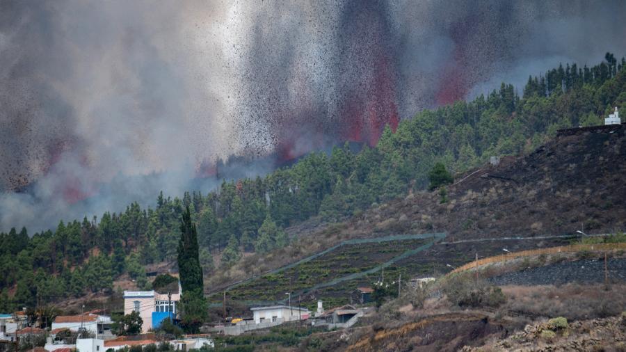Vulcão de Cumbre Vieja entra em erupção, nas Ilhas Canárias - DESIREE MARTIN/AFP