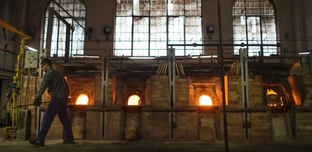 A fábrica de miçangas e contas Preciosa Ornela, em Desna (República Tcheca), conquistou renome internacional. Emprega 900 pessoas e dispõe de oito fornos