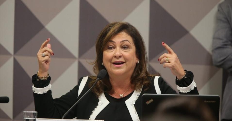 29.abr.2016 - A ministra da Agricultura, Kátia Abreu, faz a defesa de Dilma Rousseff na comissão especial do Senado, em Brasília (DF), que analisa a cassação do mandato da presidente