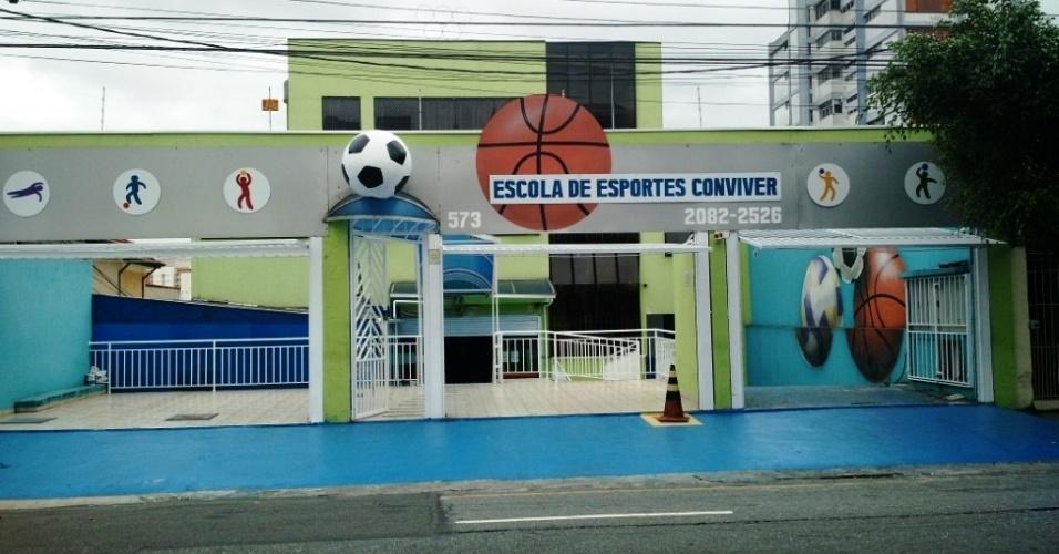 Fachada da Escola de Esportes Conviver, criada pela empresária Prazeres Augusta Pereira de Souza depois de 30 anos de economia
