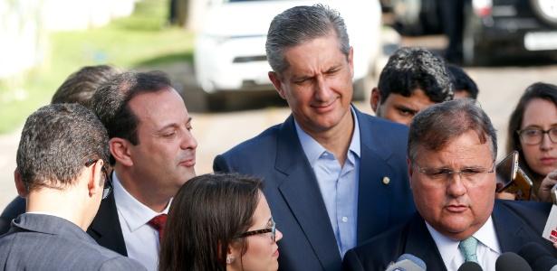 O ministro da Secretaria de Governo, Geddel Vieira Lima (à direita)
