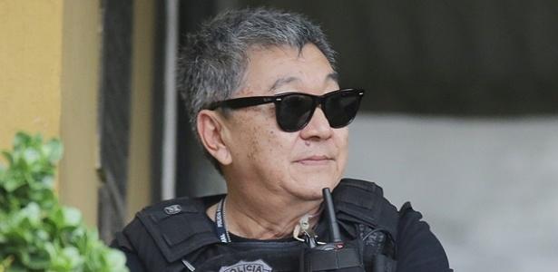 O agente federal Newton Ishii, conhecido como Japonês da Federal, em ação em 2015 - Giuliano Gomes -28.nov.2015 /Folhapress