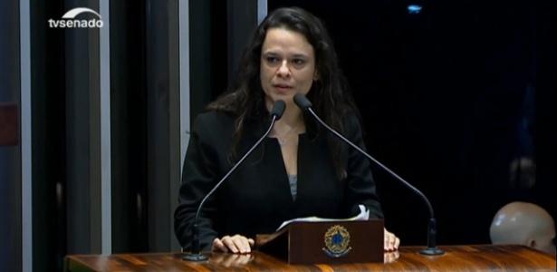 30.ago.2016 - A advogada Janaina Paschoal, autora do pedido de impeachment da ex-presidente Dilma Rousseff - Reprodução/TV Senado