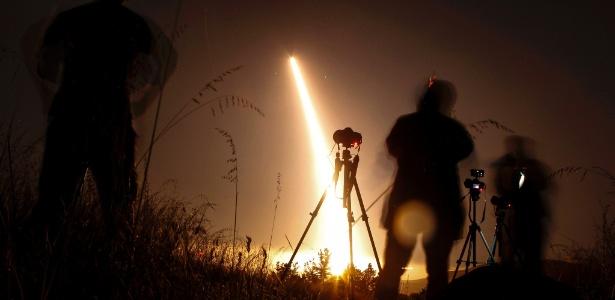 3.mai.2017 - Foto de arquivo de um teste dos Estados Unidos de um míssil intercontinental balístico lançado da base área de Vandenberg, na Califórnia