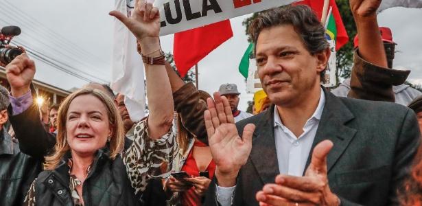 17.mai.2018 - Senadora Gleisi Hoffmann (e) e ex-prefeito Fernando Haddad estão negociando alianças para o PT