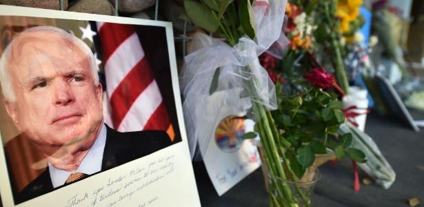 26.ago.2018 - Imagem do funeral do senador John McCain, que morreu aos 81 anos - Robyn Beck / AFP