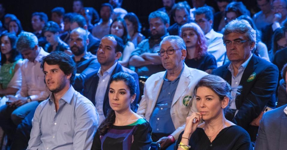 Renata Abravanel e Daniela Beyruti, filhas de Silvio Santos, acompanham debate no SBT