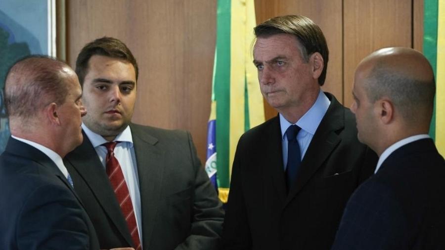 Deputado Major Vitor Hugo e Felipe Francischini conversam com Bolsonaro sobre a tramitação da PEC da Previdência na CCJ - Reprodução/Twitter