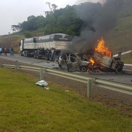 Colisão envoleu três caminhões e três carros, segundo a Polícia Rodoviária Federal - Polícia Rodoviária Federal