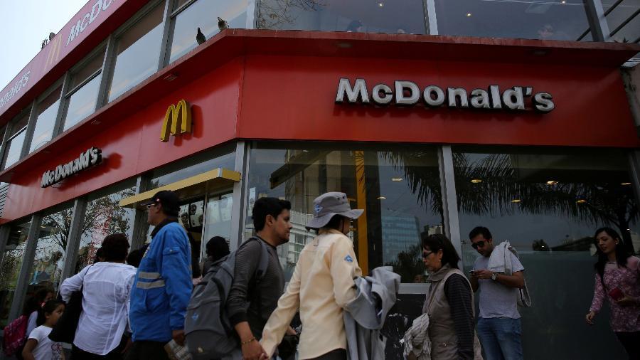 """1.out.2017 - Fachada de uma unidade do McDonald""""s em Lima, no Peru - Mariana Bazo/ Reuters"""