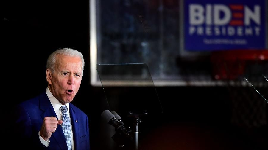 3.mar.2020 - O ex-vice-presidente Joe Biden durante evento da Superterça em Los Angeles - Frederic J.Brown/AFP
