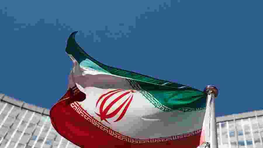Governo iraniano diz que, agora, pode adquirir as armas e equipamentos necessários de qualquer fonte - Heinz-Peter Bader