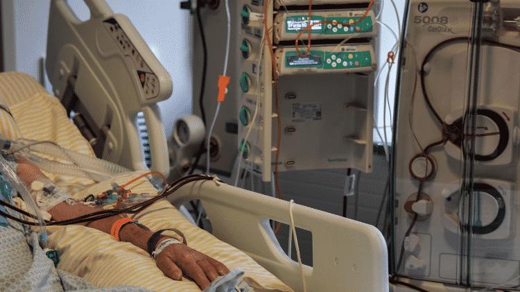 Paciente internado na UTI do hospital Albert Einstein, em São Paulo - NELSON ALMEIDA/AFP VIA GETTY IMAGES - NELSON ALMEIDA/AFP VIA GETTY IMAGES