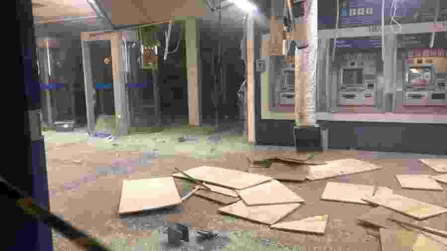 Agência da Caixa Econômica Federal em Belford Roxo (RJ) fica destruída após explosão provocada por bandidos - Reprodução