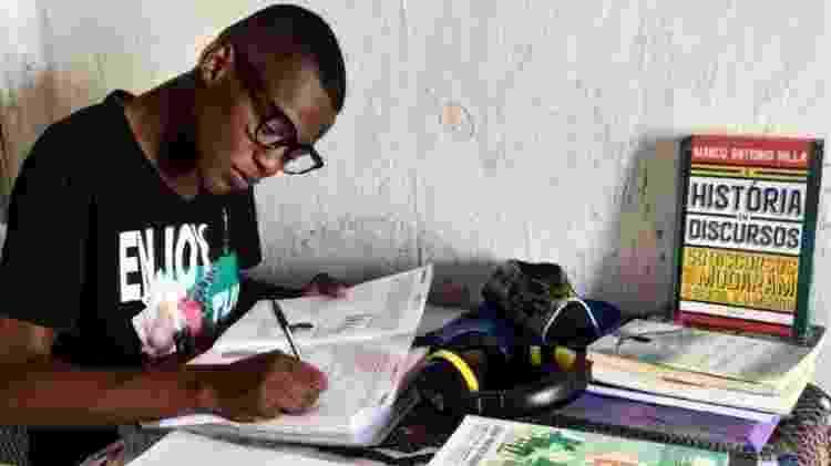 Jovem estudando para o Enem - Reprodução/Instagram - Reprodução/Instagram