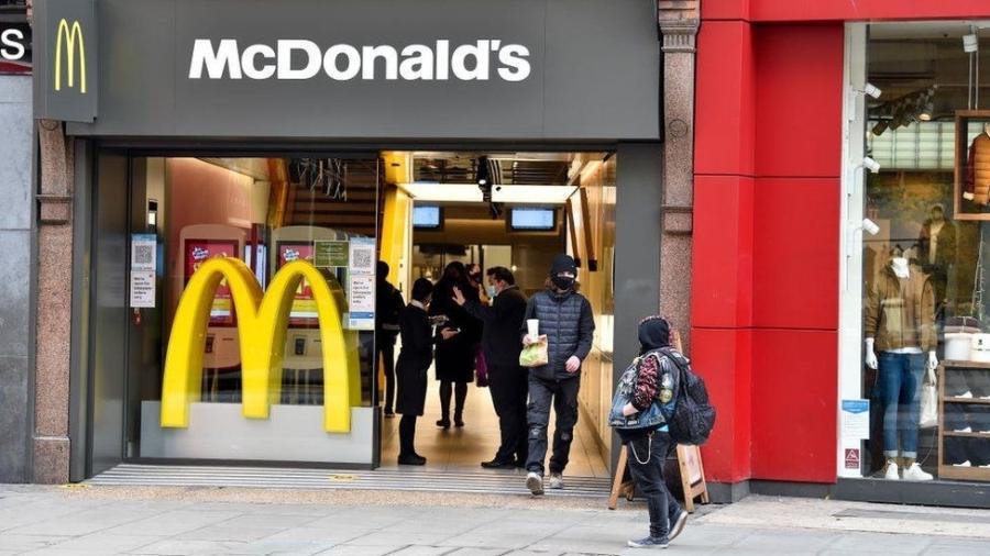 """O McDonald""""s disse que vai parar de vender milk-shakes em algumas unidades do Reino Unido devido a problemas de abastecimento - Getty Images"""
