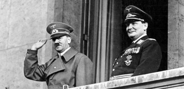 Adolf Hitler com Göring, em 16 de março de 1938 - Arquivo Federal Alemão