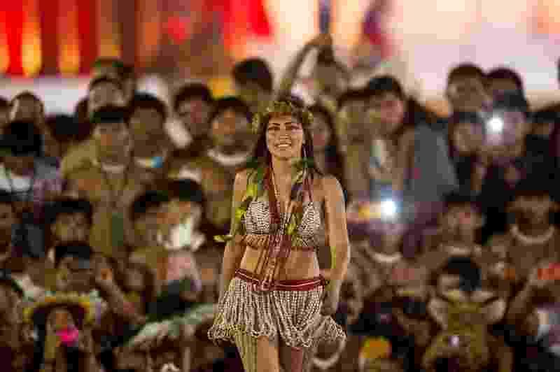 24.out.2015 - Mulheres de diversas etnias participam de desfile de beleza indígena durante os Jogos Mundiais dos Povos Indígenas neste sábado (24), em Palmas, Tocantins - Marcelo Camargo/Agência Brasil