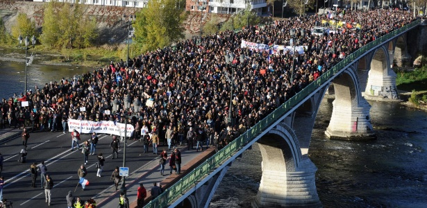 Na França, milhares marcham em silêncio 'pela paz, contra a barbárie' - Remy Gabalda/AFP