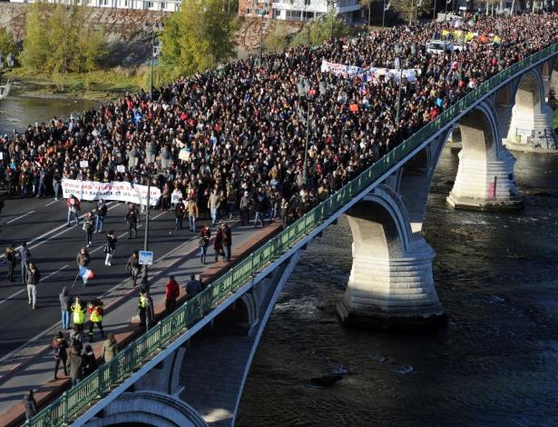 Marcha silenciosa em Toulouse, em homenagem aos mortos nos ataques em Paris