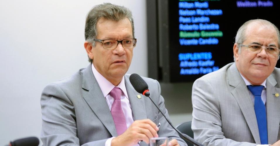 3.mai.2016 - LAERCIO OLIVEIRA (SD-SE) - COMISSÃO DE DESENVOLVIMENTO ECONÔMICO, INDÚSTRIA E COMÉRCIO: analisa propostas voltadas para esses segmentos produtivos, além de acompanhar ações do governo e fiscalizar quanto do orçamento da União é investido no setor. COMO VOTOU SOBRE O IMPEACHMENT: a favor