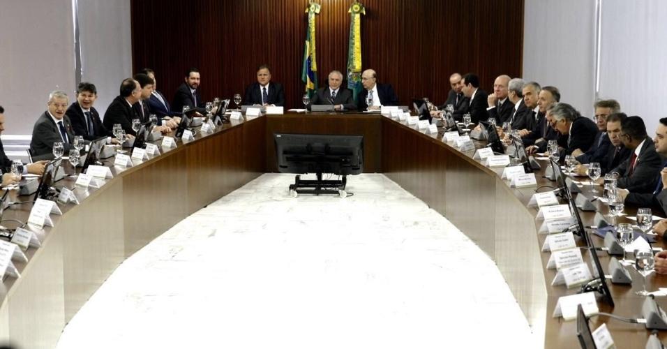 15.jun.2016 - O presidente interino, Michel Temer (PMDB), reúne líderes da Câmara dos Deputados e do Senado no Palácio do Planalto, em Brasília, para discutir teto de gastos do governo
