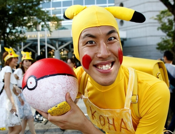 13.ago.2016 - Esse fã compareceu a caráter na Parada Anual do Pikachu, em Yokohama, no Japão