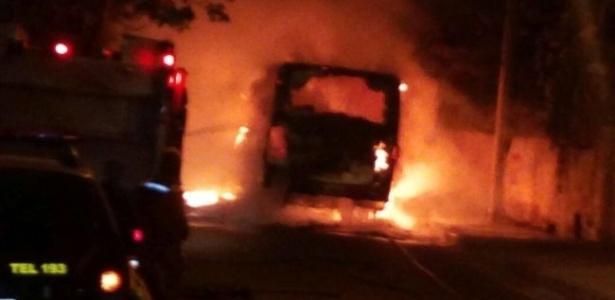 Ônibus é incendiado em São Luís; escola também foi alvo de ataque
