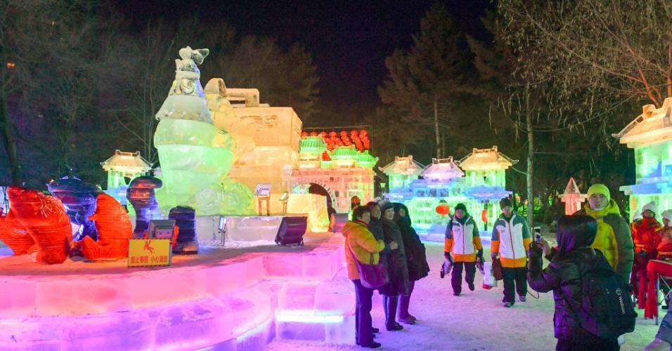 26.dez.2016 - As esculturas de gelo ficam em exposição durante dois meses após a abertura, que ocorre tradicionalmente no início de janeiro