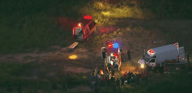Carros dos bombeiros durante resgate a soldados do Exército em Barueri - Reprodução/TV Globo - Reprodução/TV Globo